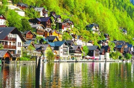 欧洲小镇奥地利哈尔施塔特犹如西方油画.