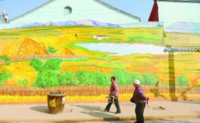 上,画满了精美彩绘,使村庄宛如一个童话世界.这是该村打造美丽