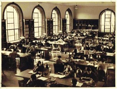 旧图书馆中学生刻苦读书  本版照片均为资料照片