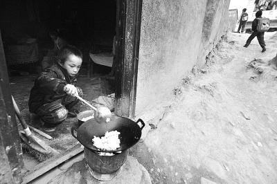 贫困山区儿童饥饿图片
