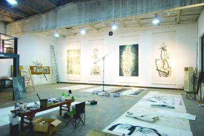 不同观念的艺术家,画室里有着不同的味道,亦生产着各自不同的