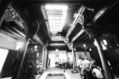 从浙江千岛湖整体迁移的浙派民居建筑落户上海. cfp