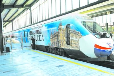 中国高铁奔驰在新丝路上(图)