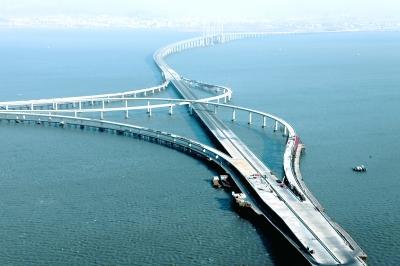 青岛海湾大桥. 新华社发