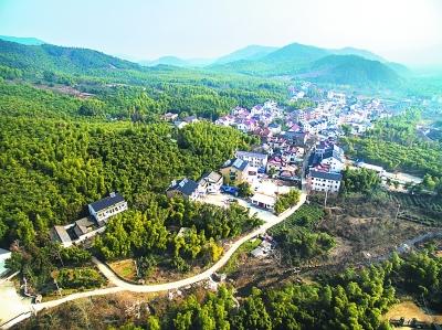 顾渚村三分之二的村民都开办农家乐,自然美景成为百姓致富的聚宝盆.