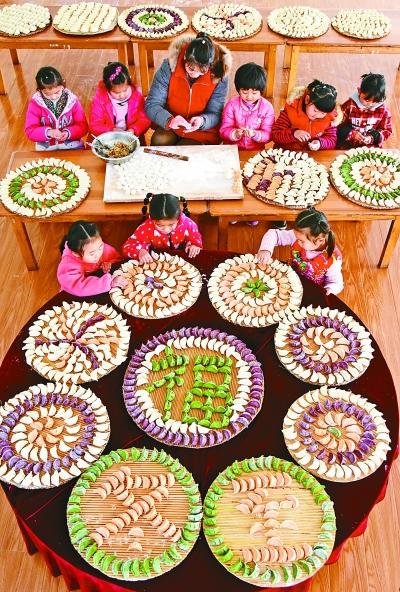 十二月二十一日是二十四节气中的冬至,我国许多地区都有吃饺子迎接