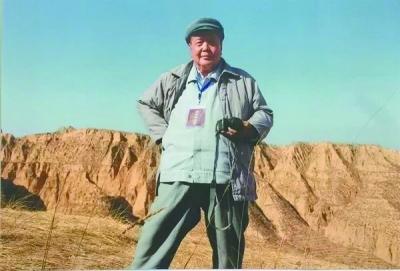 将双脚深深扎在陕北这块厚重的黄土地里